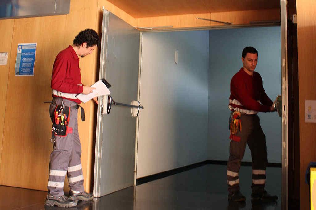 mantenimiento puertas cortafuegos